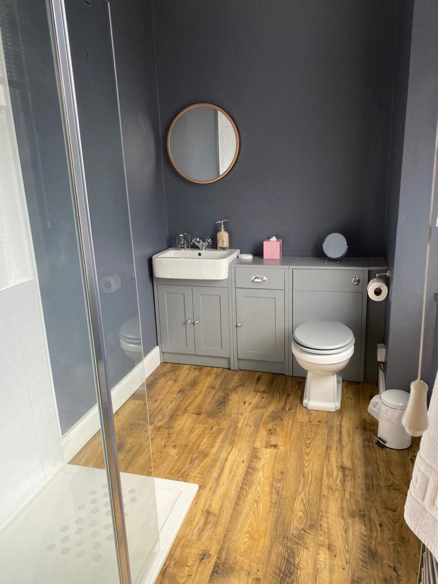Room 4 - Bathroom 2